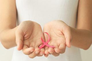 O outubro rosa incentiva as mulheres a se prevenirem contra o câncer de mama