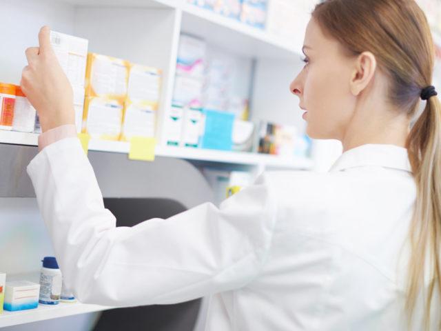 http://medquimheo.com.br/wp-content/uploads/2017/08/farmaceutico-640x480.jpg